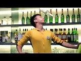 Il barman che si ispira a Bruce Lee per servire i cocktail