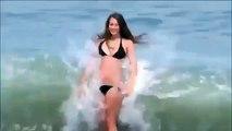 Guardate cosa succede a questa ragazza in spiaggia