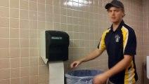 Kağıt Havlu Makinesi ve Çöp Kovası ile Müzik Yapan Adam - İlginç - Garip