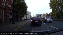 Russie : un homme d'affaires s'en prend à un piéton qui a touché sa voiture