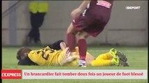 Un brancardier fait tomber deux fois un joueur de football blessé