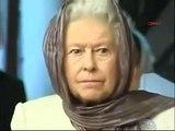 Queen Elizabeth II Listening To A Recitation of Quran - Pakistani Dramas Online in HD