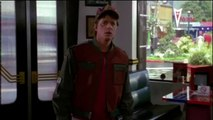 Retour Vers Le Futur 2 : Le 21 octobre 2015, Marty entre dans le Café 80