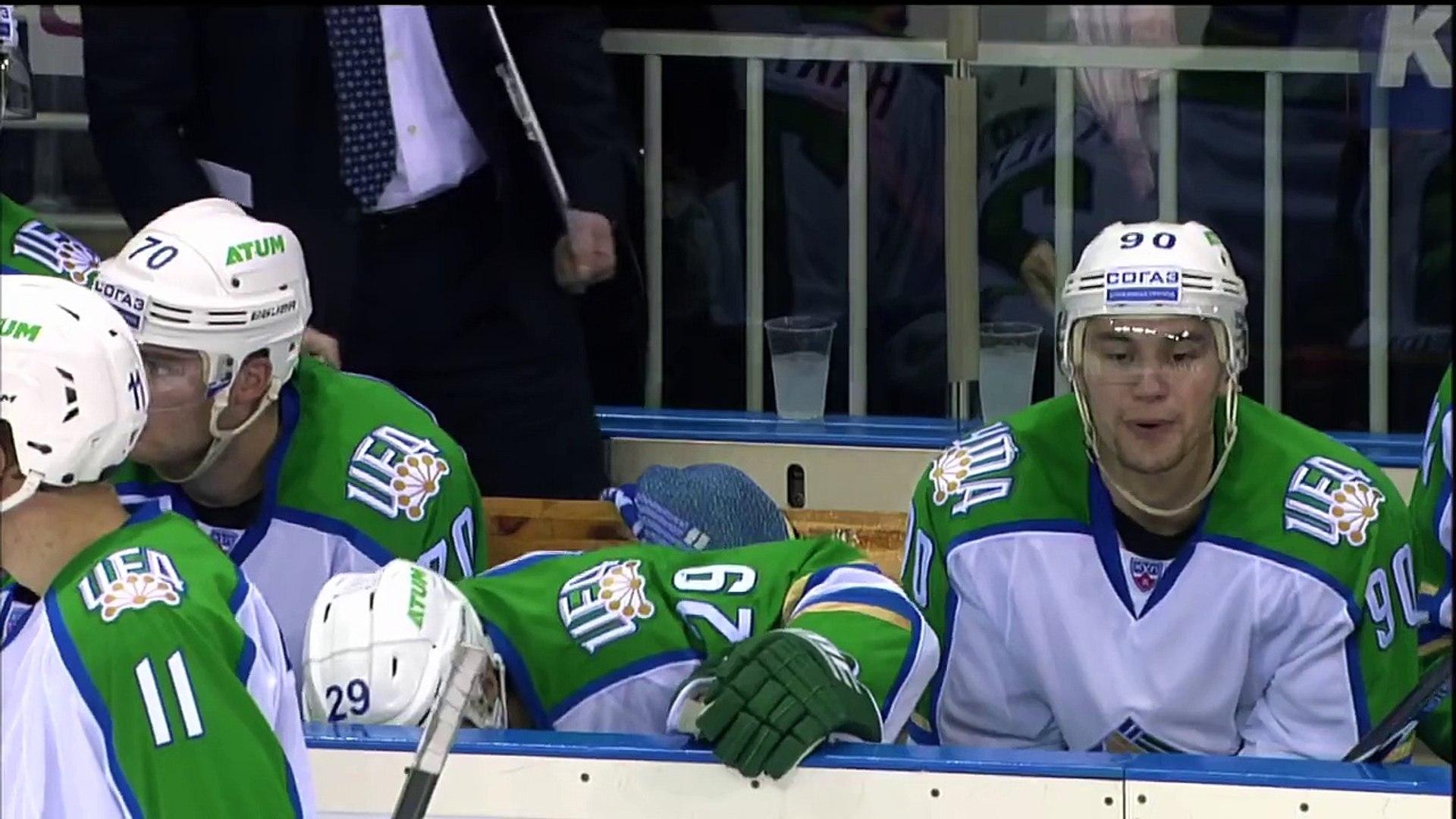 А на что ты готов ради хоккея_ _ Fan shows off her crazy support @ Riga - Ufa game