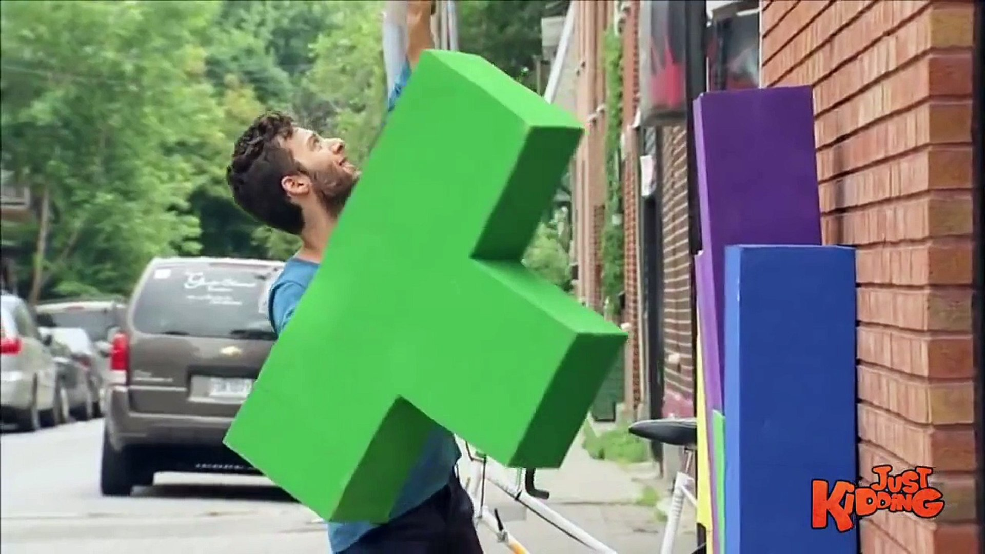 Kids Play HUMAN Tetris !