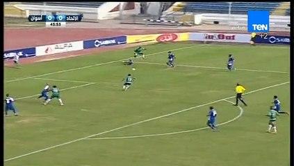 باولو سيزار لاعب الاتحاد السكندري يحرز الهدف الأول في مرمى أسوان