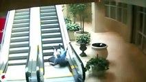 Güldüren yürüyen merdiven kazaları