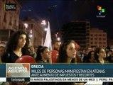 Miles de griegos protestan en Atenas contra los recortes
