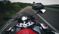 Un motard roule comme un fou en montagne (Italie)