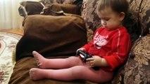 Малышка Играет GTA 5 PlayStation 4 / Child plays GTA 5 PlayStation 4