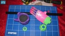 Une petite fille reçoit une prothèse imprimée en 3D pour son bras
