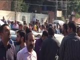 Lahore Pakistan earthquake scared People Standing on road