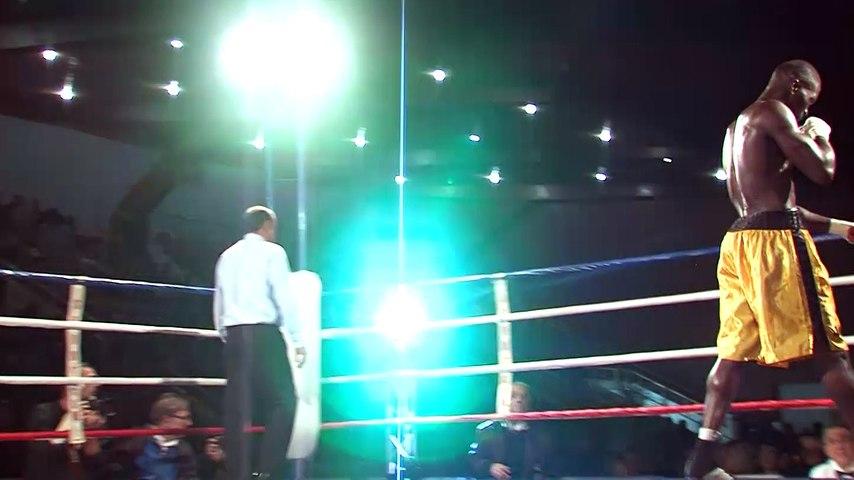 Le maire de Grenoble Eric Piolle copieusement hué à un gala de boxe