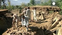Felfüggesztik a harcot a tálibok a földrengés után