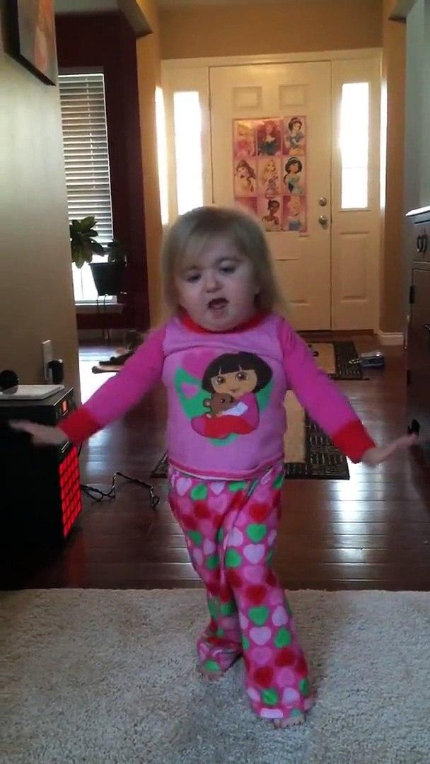 Elle Connait La Choré Et Les Paroles Par Coeur Petite Fille