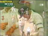 Funny Indian cricket moment, Agarkar raises his bat after scoring a single, after 7 ducks! -