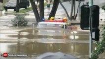 Ce camion de pompier roule sous 3m d'eau en pleine inondation