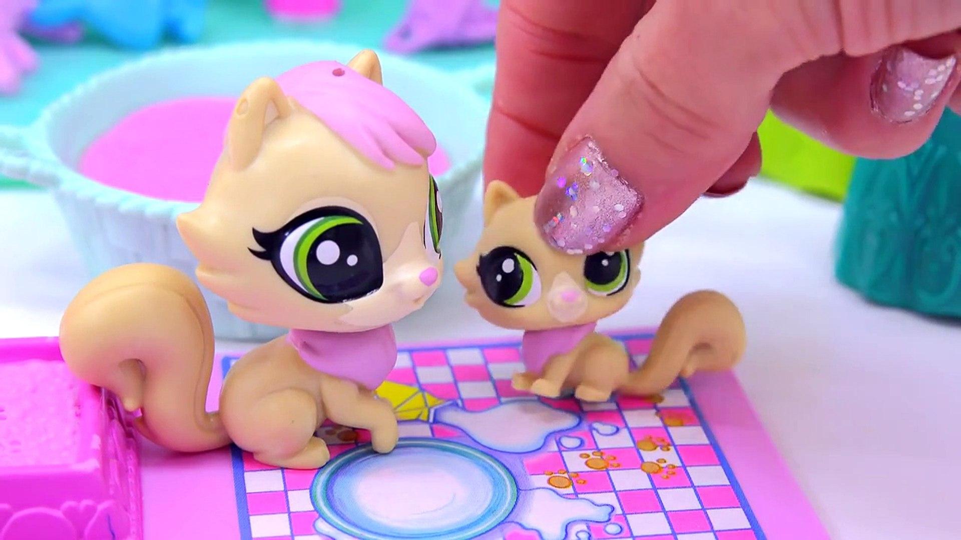 Littlest Pet Shop Kitty Cat Mom and Kitten Babies Surprise Families Playset - Cookieswirlc