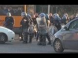 Napoli-Legia Varsavia, scontri tra ultras. Sequestrati fumogeni e coltelli (10.12.15)