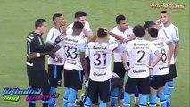 Douglas de Gremio - No aguantó y se orinó en pleno campo de juego | 2015