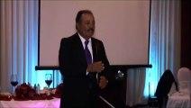 Ce papa chante et interprete en langue des signes une chanson pour le mariage de sa fille