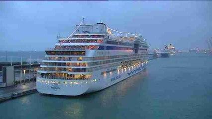 Mala visibilidad impide a un crucero y 5 cargueros entrar en puerto de Barcelona