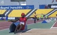L'athlète aveugle Lex Gillette rate son saut en longueur et atterri sur la piste