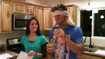 Elle annonce à son homme qu'elle est enceinte en lui faisant gouter de la bouffe pour bébé !