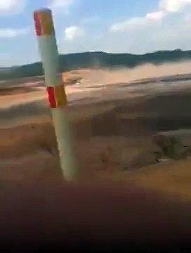 Funcionários fogem ao perceberem rompimento de barragem em Mariana - from YouTube