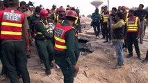عمليات البحث عن ناجين مستمرة بعد انهيار مصنع في باكستان