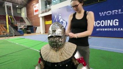 En immersion dans une armure de chevalier.