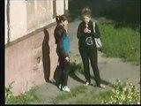 Скрытая видеосъемка или скрытая камера на улице Подруги курят