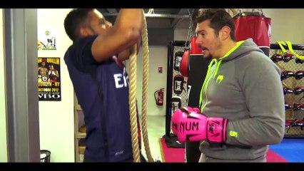 Vincent Parisi coach le chanteur Axel Tony sur beiN Sports.