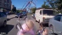 2 enfants écrasés par une voiture en russie.