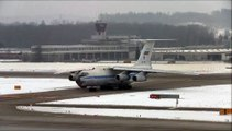 ( AMAZING RUSSIAN PLANE SOUND!!! ) Ilyushin 76 taxiing / take off and Ilyushin 96 taxiing