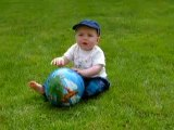 Kylian dans le jardin