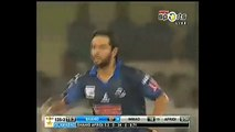 BLINDER-Shahid-Afridi-Amazing-Catch-On-His-Own-Bowling-in-Haier-T20-Cup-2015