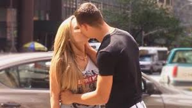 How to Kiss a Girl in 10 Seconds - Fastest Way to Kiss Strangers - Kissing Strangers