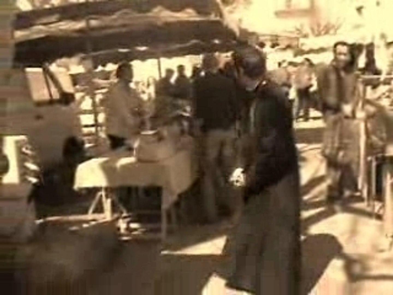 Père Clément au marché ( Cie Ni )