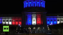 Etats-Unis : les monuments s'allument en couleurs du drapeau français