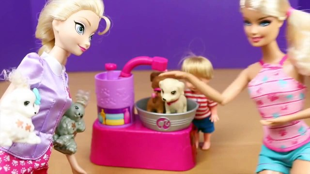 Frozen Elsa and Kids Dog Washing Grooming with Barbie Suds & Hugs Pups Dog Toys DisneyCarT