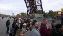 La Tour Eiffel rouvre, illuminée aux couleurs bleu-blanc-rouge