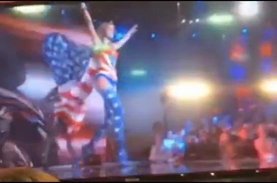 Selena Gomez - Victorias Secret Fashion Show . http://bit.ly/2BuUAGT