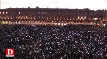 Attentats de Paris : 15000 personnes réunies place du Capitole à Toulouse