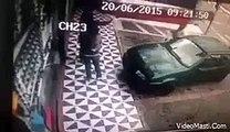 Car Ka Support Lete Lete Girl Gir Padi - Very Funny Fail