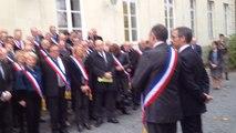Attentats à Paris : les maires se recueillent
