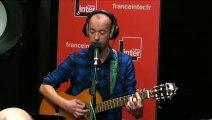 """""""J'aime les flics…"""" :  Frédéric Fromet chante les forces de l'ordre #AnnuleTout"""