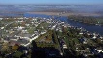 Eglise Saint Symphorien de Montjean sur Loire, vue par drone en automne, Pays de La Loire, France (2)