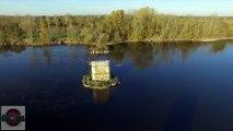 Viaduc de La Loire et son ancêtre vu par drone aux Ponts de Cé en automne, Pays de La Loire, France - © Mickael COURANT