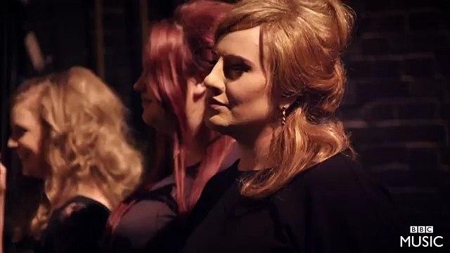 Adele se disfraza de Adele en Casting para encontrar a la doble de Adele.